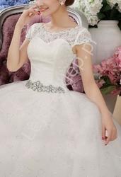 Suknia ślubna z koronką i cyrkoniowym pasem ślubne model 17, ostatnie sztuki