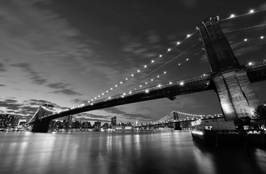 Brooklyn bridge nocą bw - fototapeta