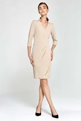 Beżowa sukienka klasyczna z marszczonym dołem