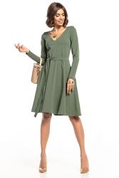 Sukienka rozkloszowana z dekoltem w serek i kieszeniami t323 zielony
