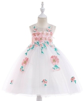 Biała sukienka wieczorowa dla dziewczynki z haftowanymi kwiatami
