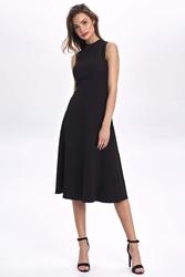 Czarna rozkloszowana sukienka bez rękawów