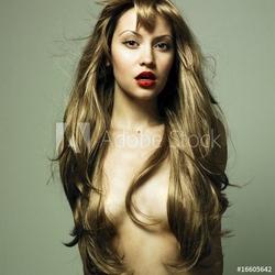 Obraz na płótnie canvas trzyczęściowy tryptyk piękna kobieta ze wspaniałymi włosami