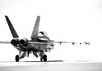 F18 taxiing bw - fototapeta 366x254 cm