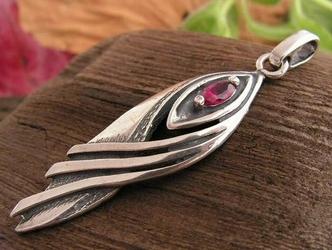 Tavira - srebrny wisiorek z rubinem