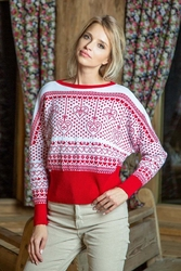 Biało czerwony nietoperzowy sweter z kolorowym wzorem