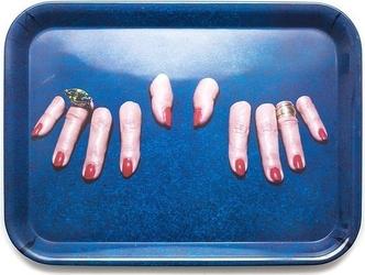 Taca seletti wears toiletpaper fingers