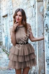 Tiulowa sukienka z falbankami emo nadia, kawa z mlekiem