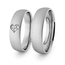 Obrączki ślubne klasyczne z białego złota niklowego 5 mm z sercem i brylantami - 75