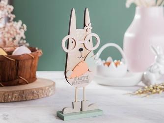Ozdoba wielkanocna  figurka drewniana zając w okularach, z marchewką altom design 21 x 8,5 cm