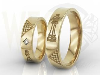 Obrączki ślubne dla szachistów z żółtego złota, w damskiej z brylanty oprawione w karo ob-05z-r-d-para