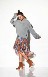 Oversizowy jasnoszary ciepły sweter z półgolfem