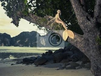 Fototapeta piękne syrenka siedzi na potężne drzewo