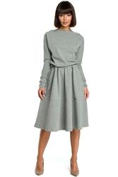 Szara rozkloszowana dzianinowa sukienka z gumką w tali