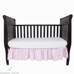 Falbana dekoracyjna do łóżeczka - zygzaki - różowo - białe