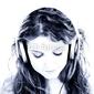Board z aluminiowym obramowaniem piękna nastolatka słuchania słuchawek