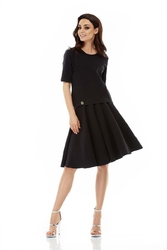 Czarny komplet bluzka z rozkloszowaną spódnicą do kolan