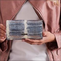 Skórzany portfel damski wzór skóry węża niebieski lorenti 76110 - niebieski