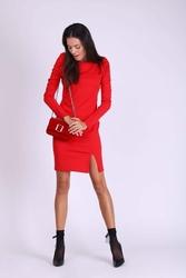 Czerwona ołówkowa sukienka z drapowanym rękawem