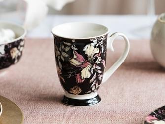 Kubek do kawy i herbaty porcelanowy na stopce altom design black lily 250 ml