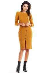 Kamelowa dopasowana dzianinowa sukienka z guzikami