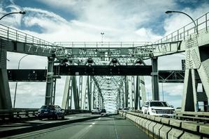 Fototapeta na ścianę samochody na moście fp 3521