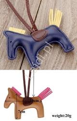 Zawieszka granatowy konik z ekoskórki do torebki, kluczy czy plecaka