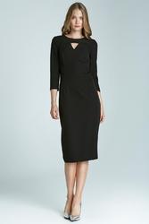 Czarna sukienka midi z wycięciem przy dekolcie