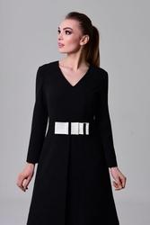 Czarna sukienka z kontrafałdą oraz kieszeniami petra
