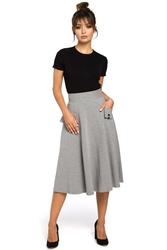 Rozkloszowana długa spódnica z ozdobnymi kieszeniami szara b046