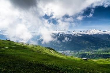 Fototapeta chmury płynace nad łąkami fp 1814