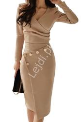 Biznesowa sukienka elegancka z długim rękawem zdobiona guziczkami - kawa z mlekiem 942