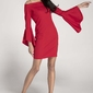 Czerwona ołówkowa krótka sukienka asymetryczną falbanką