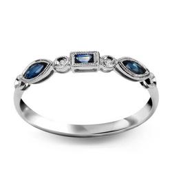 Staviori pierścionek. 4 diamenty, szlif brylantowy, masa 0,014 ct., barwa h, czystość si1-si2. 3 szafiry, masa 0,23 ct.. białe złoto 0,585. szerokość obrączki ok. 3 mm.