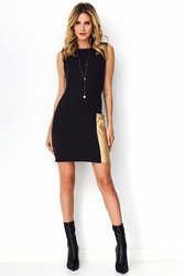 Czarna sukienka ze skórzaną kieszenią