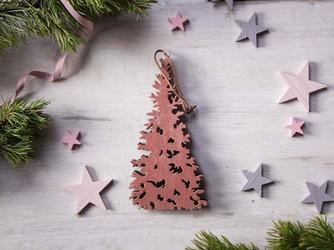 Dekoracja świąteczna  ozdoba choinkowa na boże narodzenie altom design drewniana zawieszka choinka różowa 20 x 10,5 cm