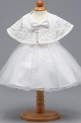 Biała dziecięca sukienka na chrzciny z narzutką koronkową
