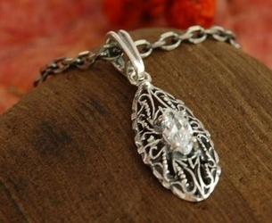 Avila - srebrny wisiorek z kryształem swarovskiego