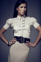 Beżowa elegancka bluzka z kokardkami