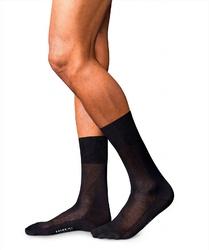 Eleganckie skarpety jedwabne falke no.4 kolor czarny rozmiar 45-46