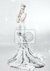 Obraz blond kobieta w długiej białej sukni z diamentu