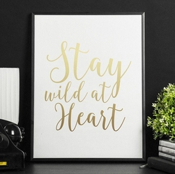 Stay wild at heart - plakat ze złotym nadrukiem , wymiary - 20cm x 30cm, kolor ramki - biały, kolor nadruku - srebrny