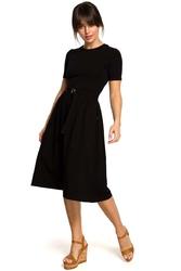 Czarna lekko rozkloszowana sukienka z krótkim rękawem