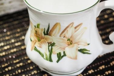 David michael porcelanowy kubek babuni 400 ml żółte kwiaty