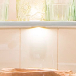 Oświetlenie led na półki szklane rosie