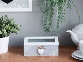 Pudełko do przechowywania  puzderko szkatułka na biżuterię, drobiazgi altom design home, drewniane ze szklaną pokrywą