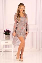Sukienka z kopertowym dołem w kwiaty