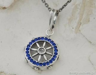 Sea koło sterowe - srebrny wisior z szafirami