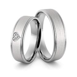 Obrączki ślubne z białego złota niklowego z sercem i brylantami - au-975