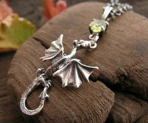 Dragon - srebrny wisiorek smok z oliwinem